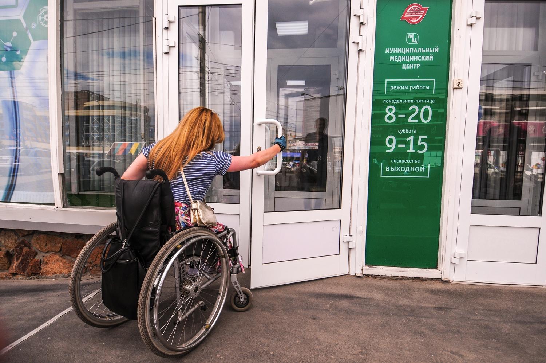 Ещё один враг человека на коляске— тяжёлые и узкие двери