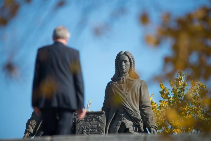 Права на изображение памятника Татищеву и де Геннину приносят хороший доход