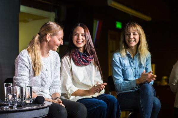 Актрисы, играющие сестёр в нашумевшем спектакле: Ирина Кривонос, Линда Ахметзянова и Дарья Емельянова