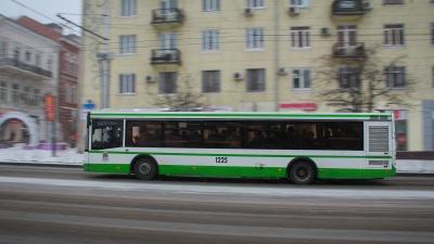 Жители Суворовского пожаловались директору дептранса на автобусы № 10А и № 27