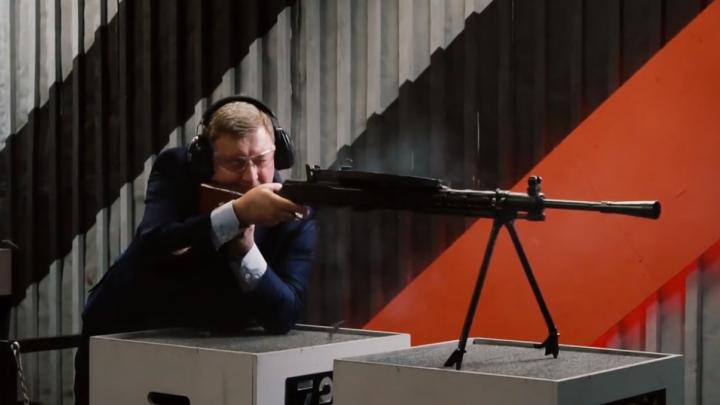 Пострелял из пулемёта: Анатолий Локоть поздравил новосибирцев с 23 Февраля