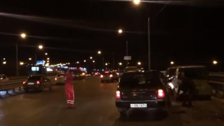 На эстакаде у автовокзала столкнулись 13 машин