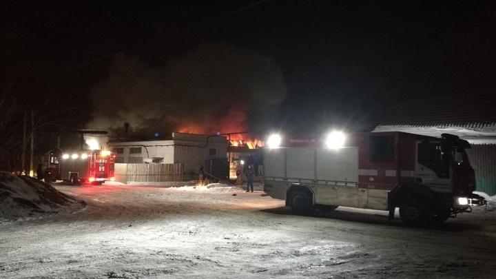 В Челябинске вспыхнул мебельный склад