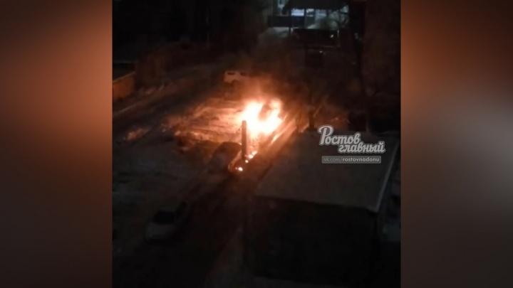 Пылал, как факел: в Ростове ночью сгорел автомобиль