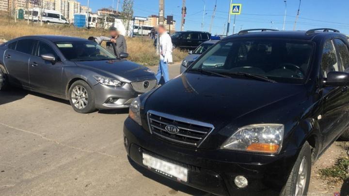 В Волгограде иномарка переехала своего водителя