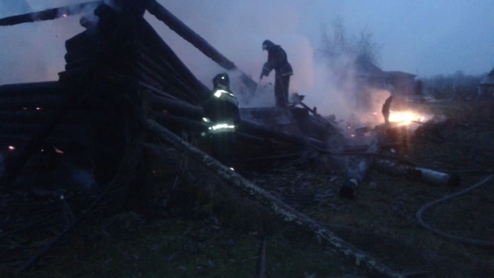 От дома остались угли: в Ярославской области в крупном пожаре пострадал человек