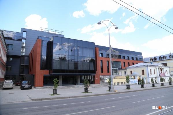 "DoubleTree by Hilton&nbsp;<a href=""https://www.e1.ru/news/spool/news_id-430712.html"" target=""_blank"" class=""_"">открылся в Екатеринбурге в 2015 году</a>"
