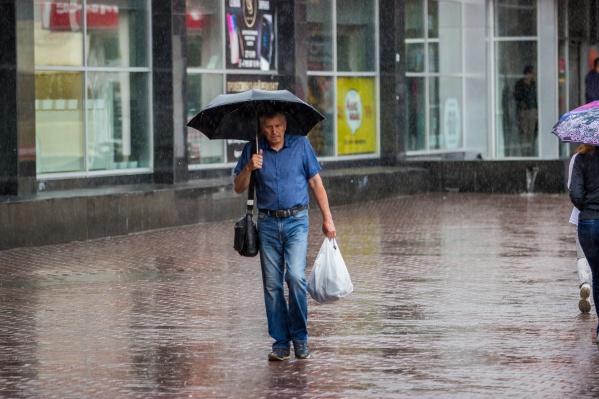 В середине недели синоптики ожидают неустойчивую погоду: на смену рекордной жаре придут осадки