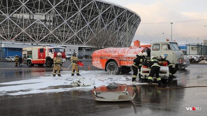 В Волгограде разрезают машину с пострадавшими и спасают застрявших на колесе обозрения в ЦПКиО