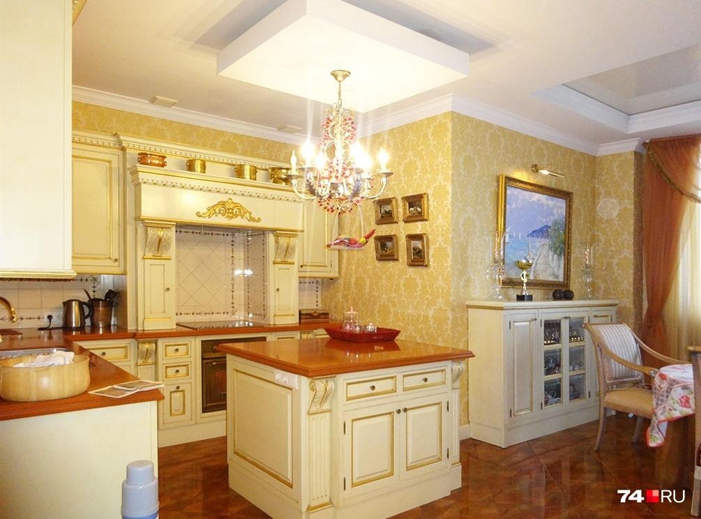 За аренду особняка с интерьером в стиле«дорого-богато» в Челябинске придётся выложить 200 тысяч рублей в месяц