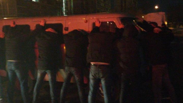 Силовики устроили в ресторанах Екатеринбурга облаву на иностранцев.Задержаны 80 человек