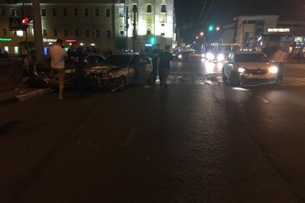 Машины разлетелись по дороге
