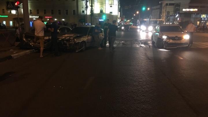 Зовите батюшку. Ночью на проклятом перекрёстке в центре Ярославля столкнулись сразу три машины