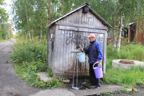 Три беды Бревенника: ветхое жилье, плохая вода и дрова, которые часто запаздывают