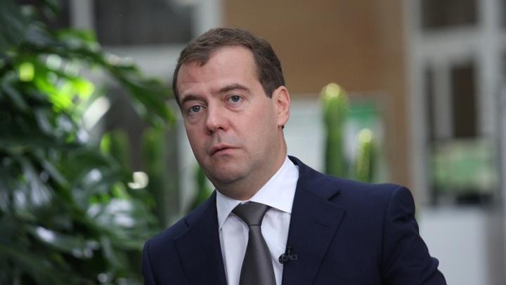 Дмитрий Медведев вручил экс-хоккеисту «Авангарда» ключи от BMW