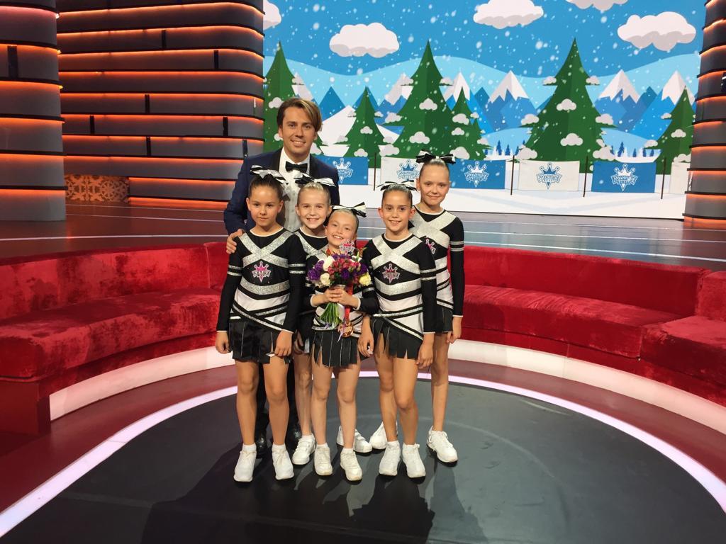 Оля Курбатова (в центре) — участницаВсемирных детских игр победителей