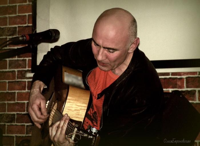 Вячеслав Лощилов начал записывать альбом «Песни с чердака» и сопровождать новые песни слайдами картин разных художников