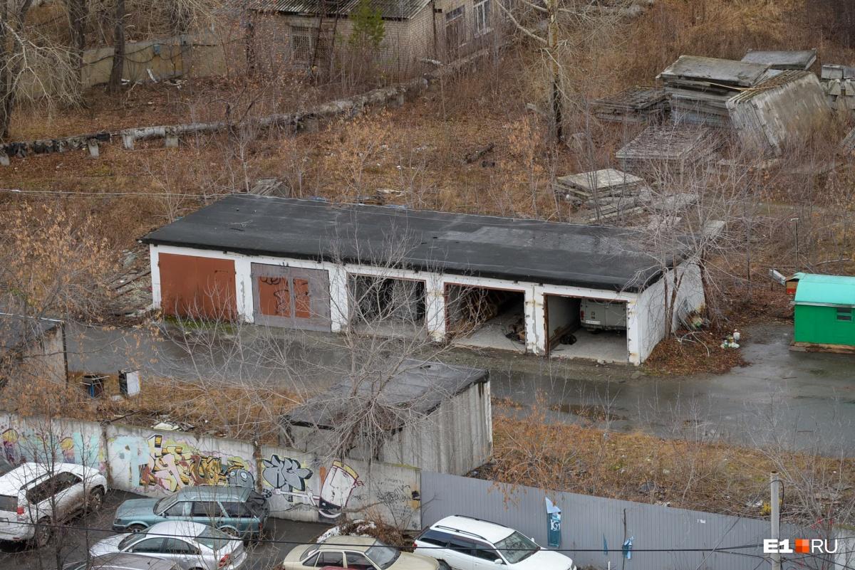 На Ботанике снесли завод гражданской авиации и склады, чтобы построить «золотой автовокзал»