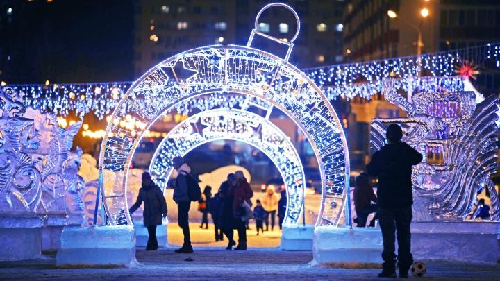 Новый год к нам мчится: Уфа засверкала волшебными огнями