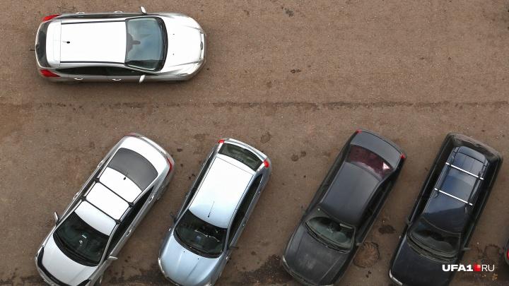Стихийную парковку возле школы № 130 в Уфе ликвидируют