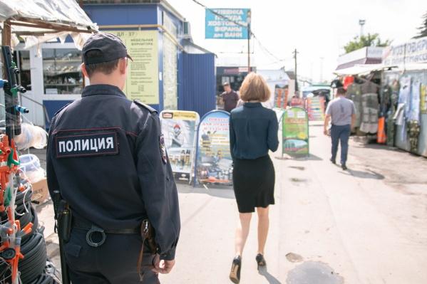 Полицейский обещал женщине защиту за 300 тысяч рублей