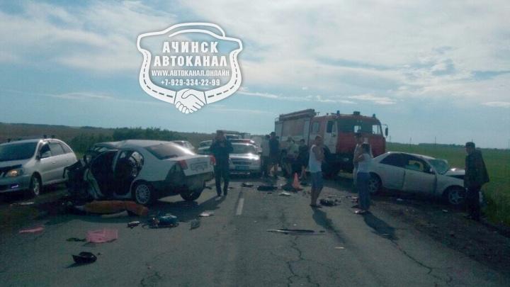 Две девушки погибли в лобовом около Назарово. Всего за выходные аварии унесли жизни восьмерых