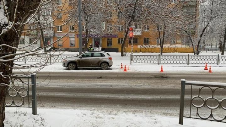 Женщину-водителя, которая на Уралмаше сбила 6-летнюю малышку, оштрафовали за проезд на красный