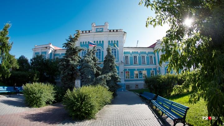 Много умных: в тюменском университете урезали стипендии из-за большого количества отличников