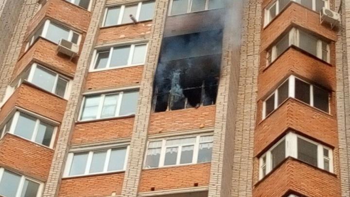 В уфимской многоэтажке загорелась квартира: жильцов эвакуировали