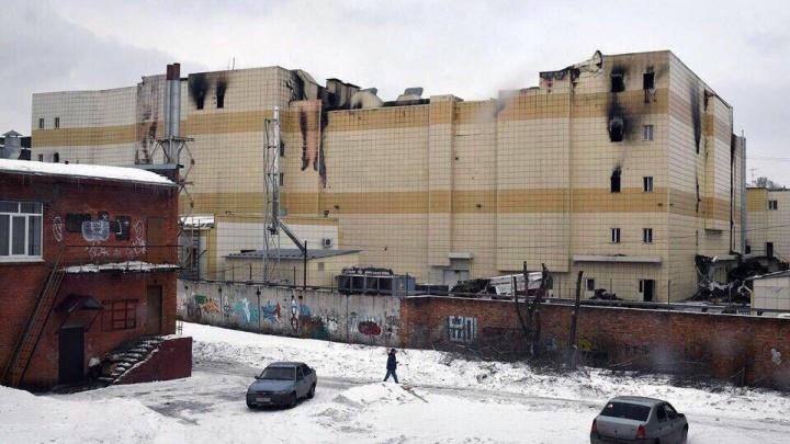 Компания из Екатеринбурга начала сносить сгоревший ТЦ «Зимняя вишня»