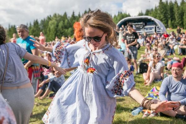 На фестиваль традиционно собираются несколько тысяч человек