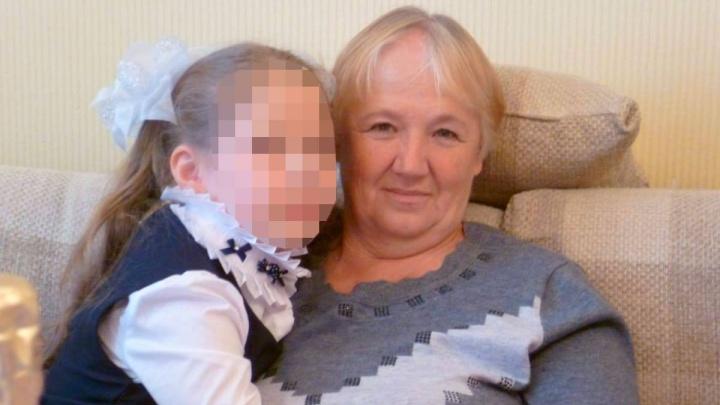 «Страдает провалами в памяти»: в Екатеринбурге разыскивают 67-летнюю жительницу Кировграда