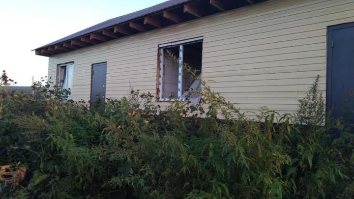 «Так выглядит дом за 3 миллиона»: депутат показал разваливающееся жилье для молодого специалиста