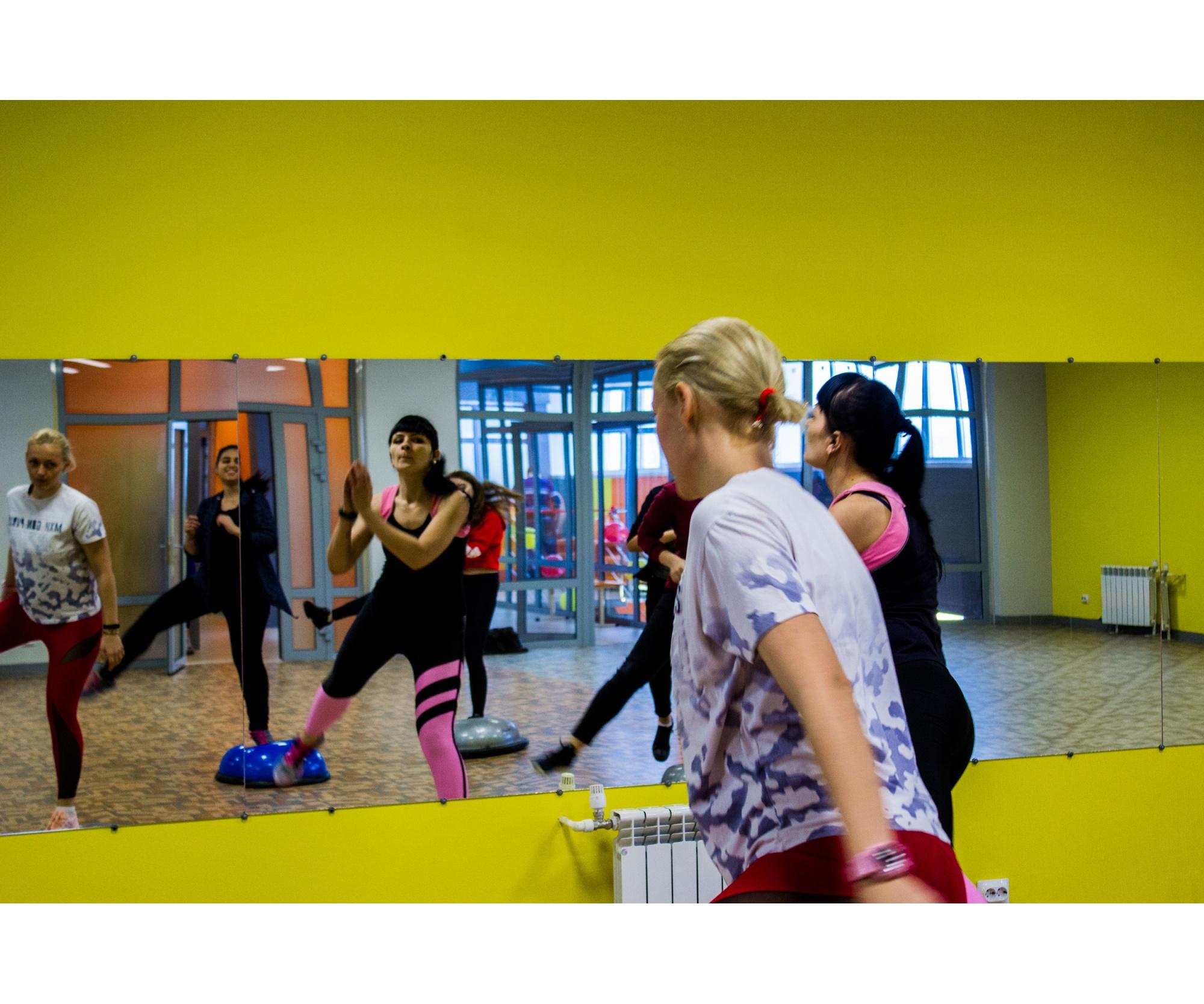 Занятие по фитнесу среди чулымских фитоняшек