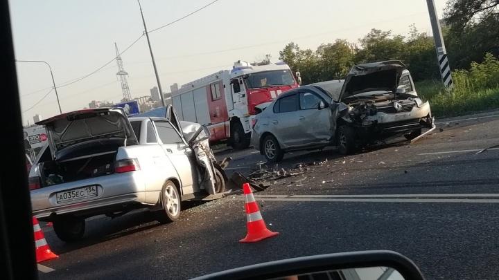 «Мне резко стало плохо»: возле волгоградского кладбища произошла тройная авария