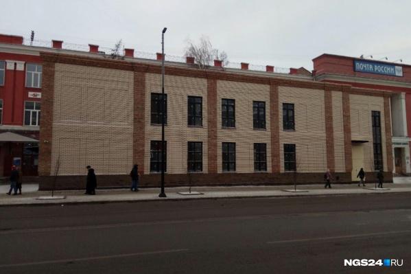 Правоохранители в суде пытаются доказать, что здание построено незаконно