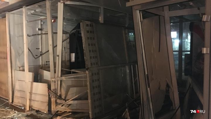 «Половины ларька нет»: Touareg врезался в киоск «Вечерний Челябинск»