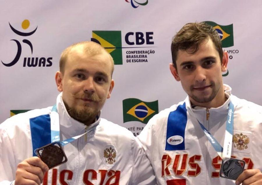 Новосибирский спортсмен— справа