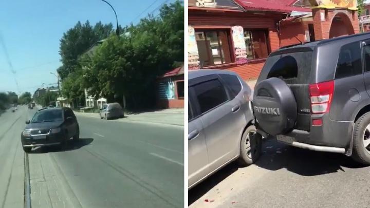 Видео: Suzuki без водителя проехала задним ходом по Авиастроителей и устроила ДТП
