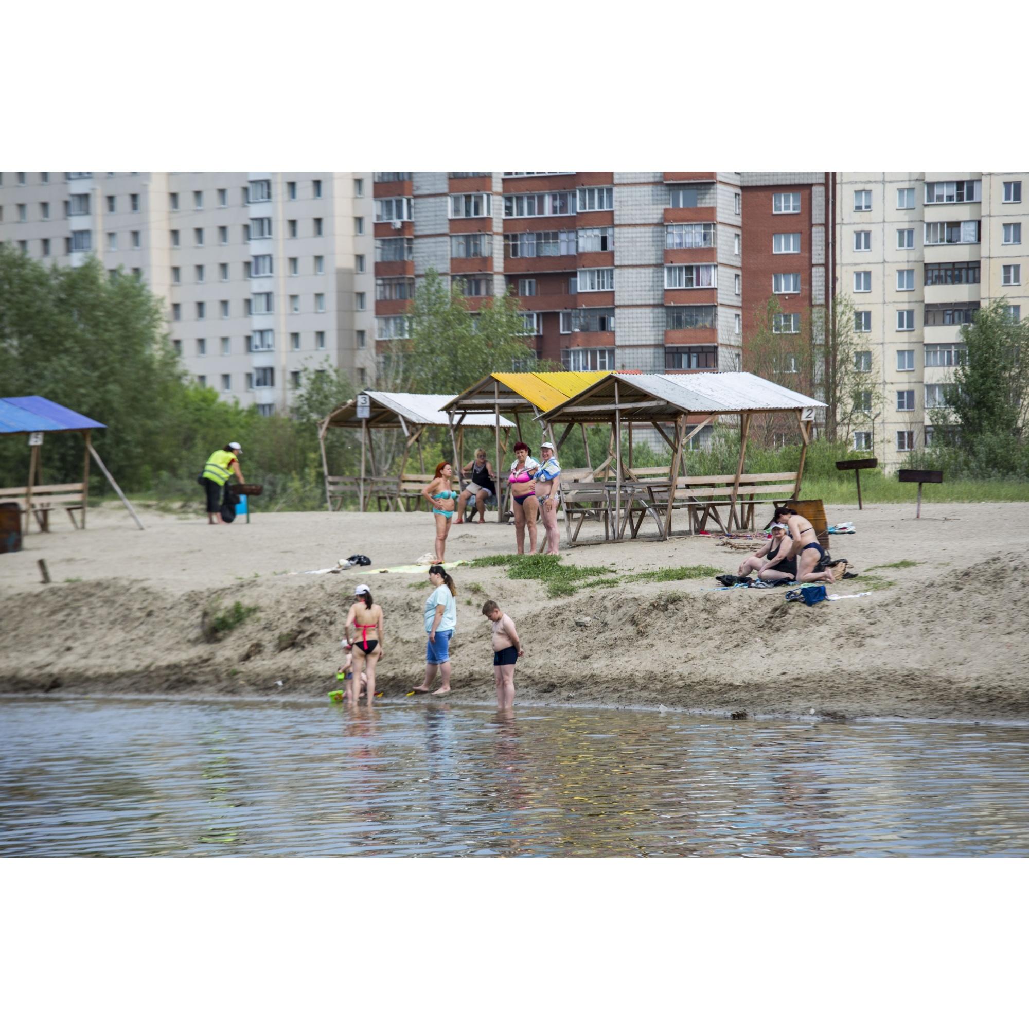 На запрещённых пляжах неровный рельеф дна, водовороты, заросли, а также грязная вода, которая не соответствует нормам