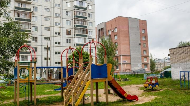 «Стояла в одном лифчике»: жители Ярославской области рассказали, что на девочку напал педофил
