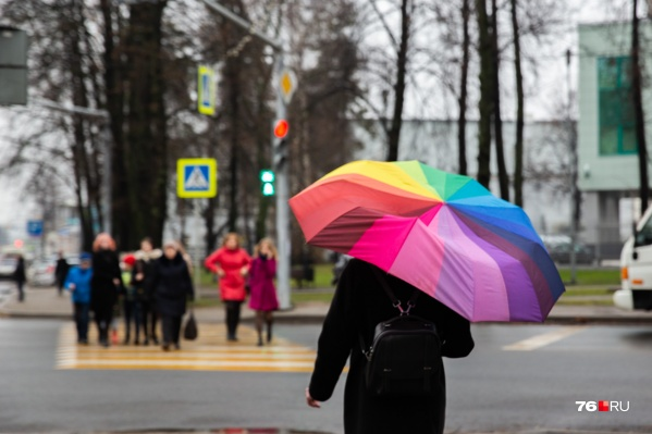 Доставайте зонтики, но пуховики далеко не убирайте