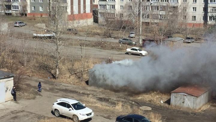 В Кургане из дымящегося закрытого гаража спасли мужчину