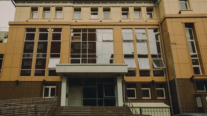 В Тюмени будут судить частного детектива, который незаконно следил за женщиной