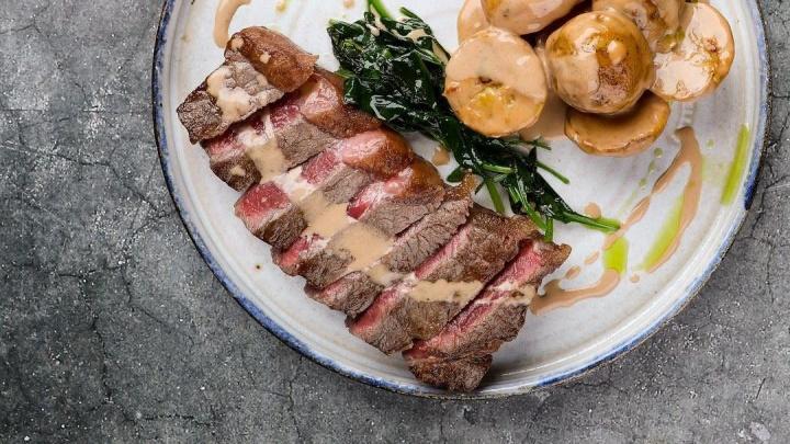 Мясная прожарка: 10 самых сочных стейков, которые готовят в ресторанах Екатеринбурга