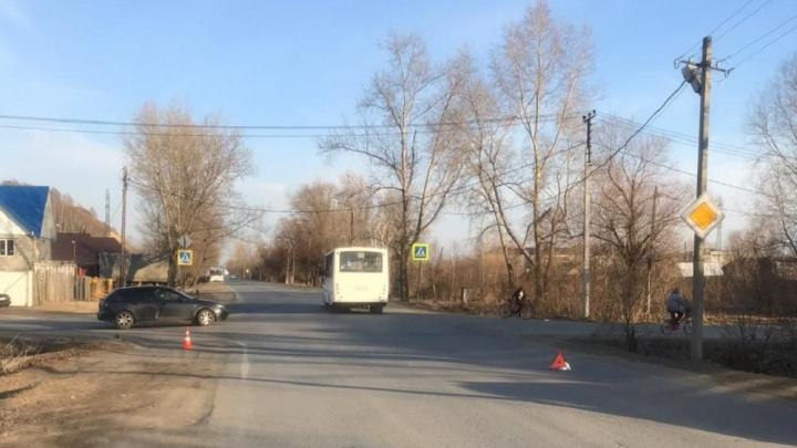 В Тобольске ученица автошколы сбила троих подростков, шедших по обочине