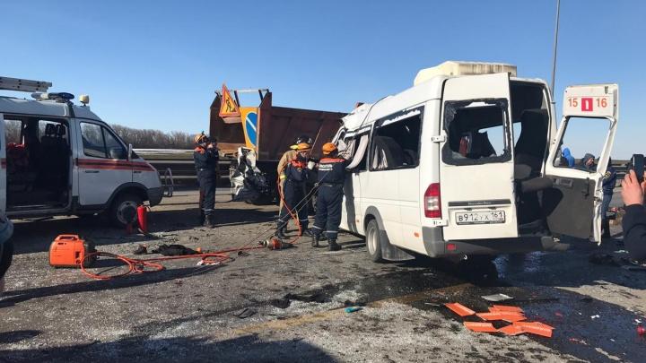 Под Шахтами в ДТП с микроавтобусом погибли шесть человек