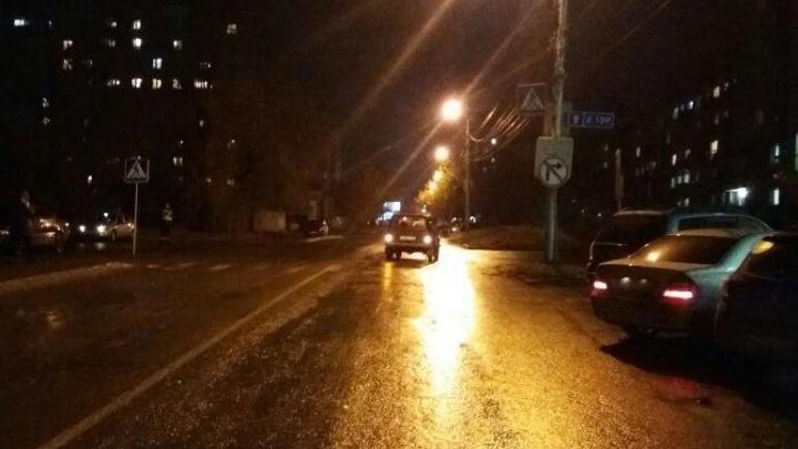 В ГИБДД рассказали о подростке, попавшем под машину на улице Татьяны Снежиной