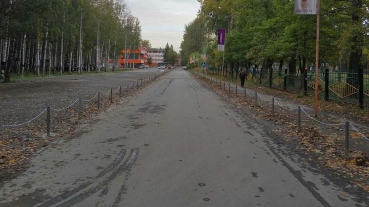 Парк Победы на Уралмаше стал брать деньги за стоянку машин - и нарвался на проверку полиции