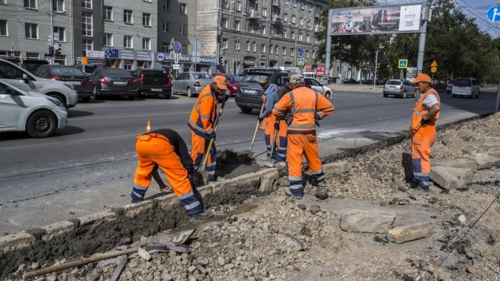 «Дорога должна быть свободна»: мэрия уберёт парковочные карманы рядом с площадью Ленина